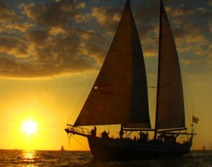 a sunset cruise is one of the best tamarindo tours